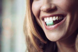 Стоматологи открыли секрет жевательной резинки
