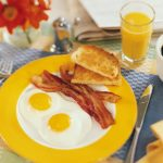 Врачи определили, для кого обязателен ранний завтрак
