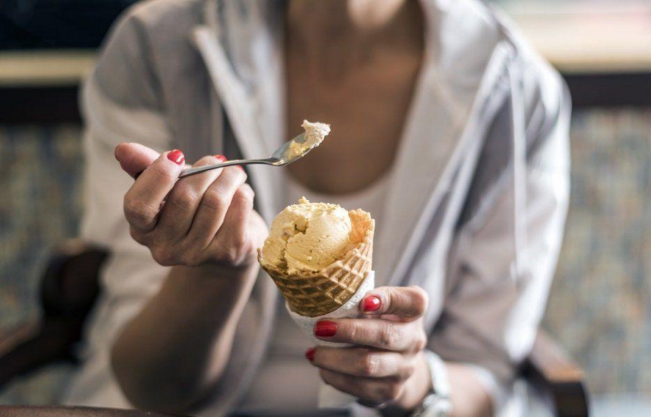 как правильно есть мороженое