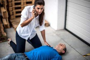 Инструкция: как оказать первую помощь при обмороке